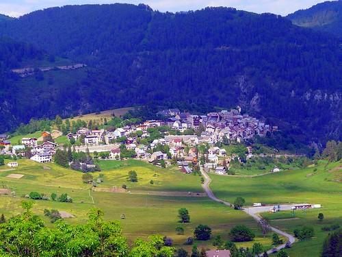 village dans la vallée de LA TINEE