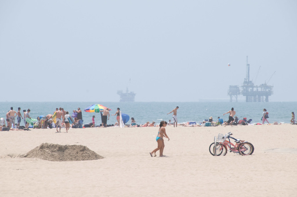 Huntington Beach - Kids at play / Oil Rigs