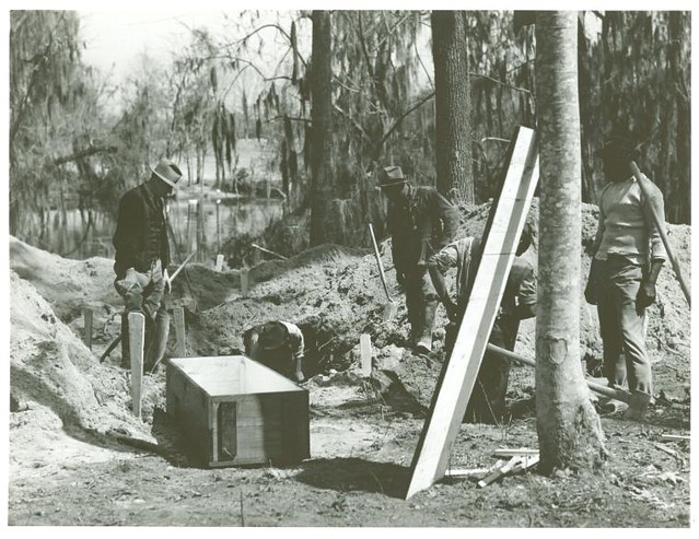 Digging out a cemetery to be moved from the Santee-Cooper ba...