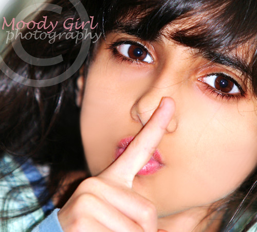 '..{ Can you guyz, keep a secret ;)