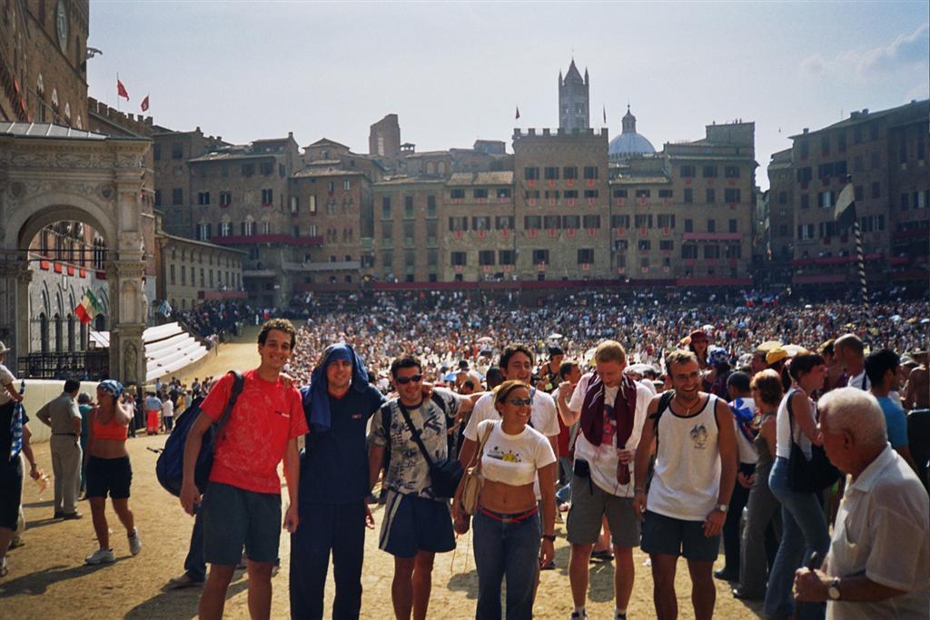 Momentos antes del cierre de la Piazza del Campo