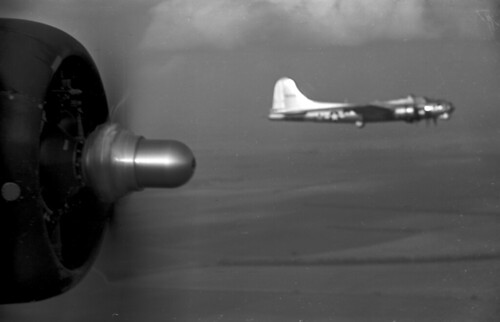 B17 passing in flite alt 1000 feet 4 100 green filter xx 61 01