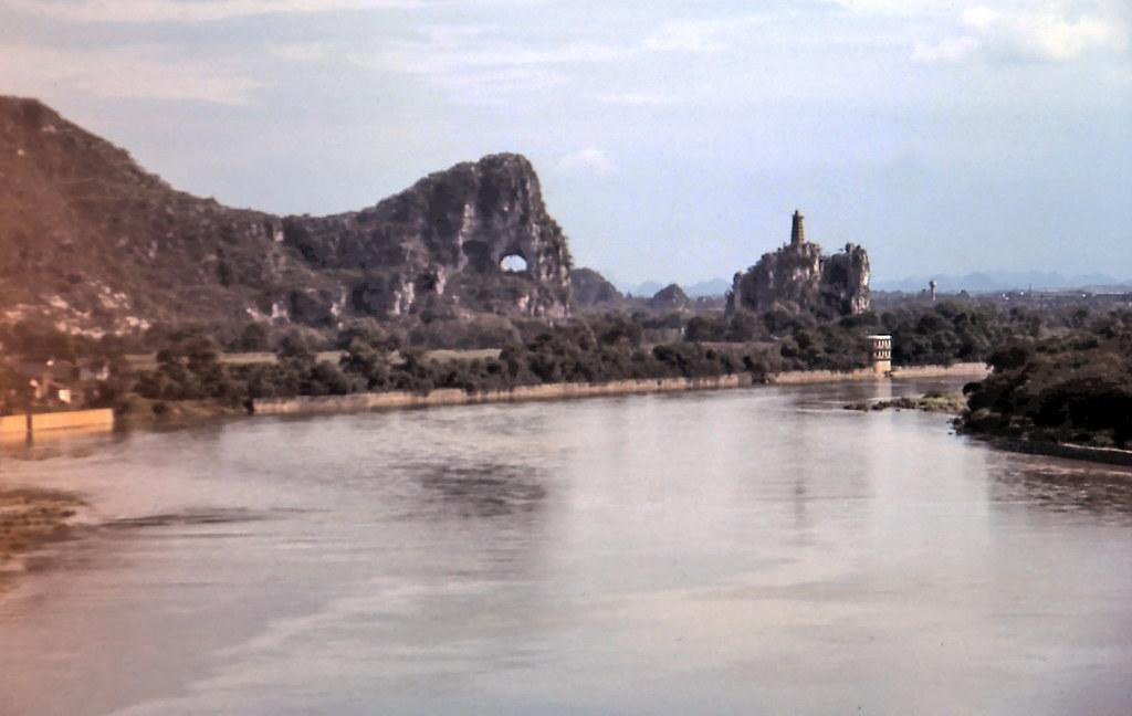 gm_02812 Li River & Elephant Trunk Hill, Guilin, Guangxi, China 1983
