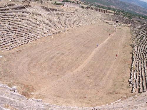 El estadio fue usado para eventos atléticos hasta que fuese gravemente dañado por un terremoto del siglo VII. El estadio es considerablemente más grande y estructuralmente más extenso que incluso el estadio del santuario de Apolo en Delfos, es probablemente una de las estructuras de éste tipo mejor conservadas en el Mediterráneo.