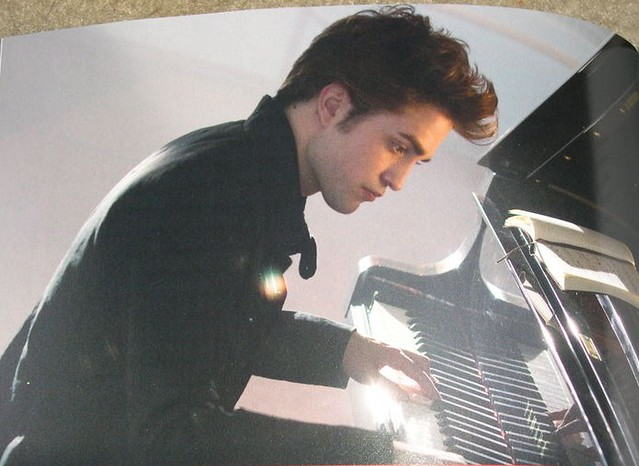 What song does edward cullen play on the piano in the movie twilight