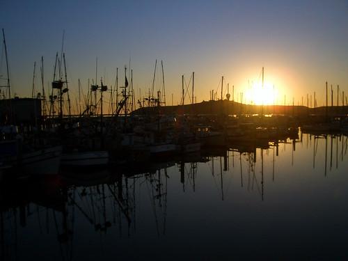 california sunset reflection harbor boat halfmoonbay princetonbythesea sanmateocounty pillarpointharbor october2008