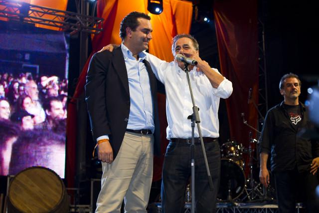 Il sindaco di Napoli condannato per abuso in atti d'ufficio dovrá dimettersi altrimenti lo sospenderà il prefetto