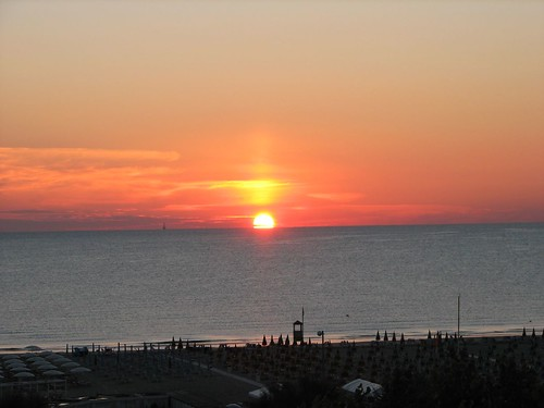 park sea parco beach umbrella sunrise canon hotel mare alba rimini di gran spiaggia adriatico