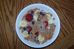 breakfast cereal, meal, breakfast, berry, produce, food, dish, cereal, cuisine, snack food,