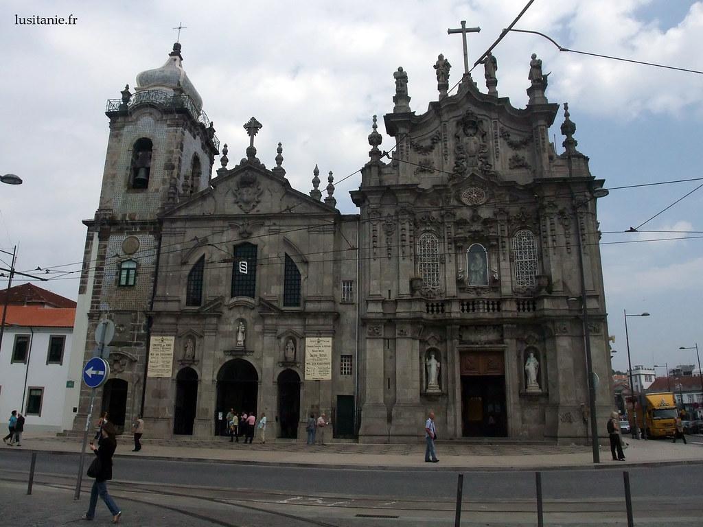 Les deux églises jumelles : église du Carmo à droite, et église des Carmélites à gauche.