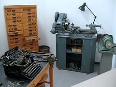 milling(0.0), machine(1.0), metal lathe(1.0), tool(1.0), machine tool(1.0),