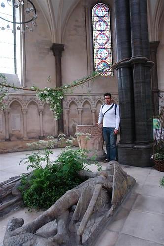 Yo, junto a las efigies de los caballeros La iglesia del Temple de Londres y sus historia de Templarios - 2963429863 a3601cd307 - La iglesia del Temple de Londres y sus historia de Templarios