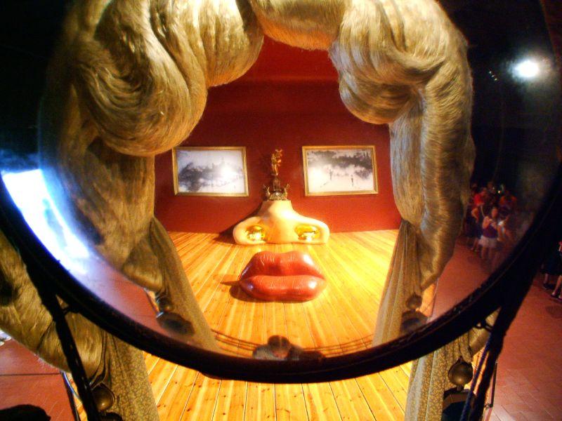 Sofá con los labios de Mae West - flickr: IvorF