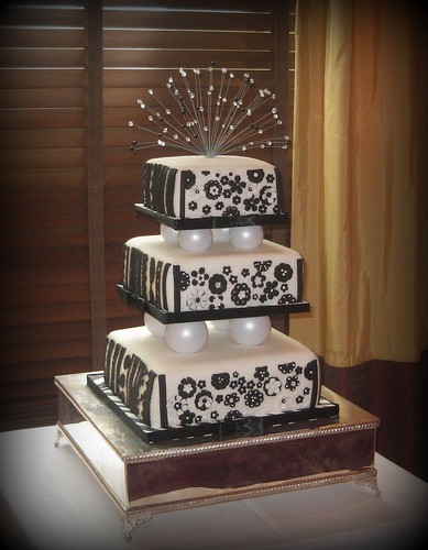 black&white wedding cake