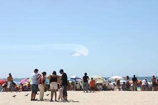 Obrázek Playa de la Victoria u Cádiz. sea sky españa beach festival plane spain flag smoke jet andalucia spanish bandera cadiz aereo exibition aeronautics aguila española aeronautica ocea patrullaaguila patrulla exibición festivalaéreodecádiz festivalaereodecadiz