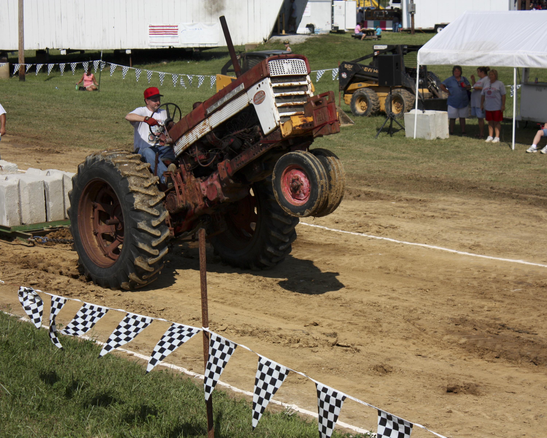 Festival Of Speed >> Antique 460 Farmal tractor pull | Flickr - Photo Sharing!