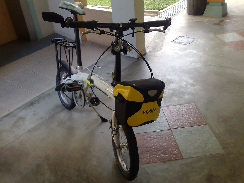 Dahon Curve with Klickfix mount and Ortlieb Ultimate 5 Classic handlebar bag