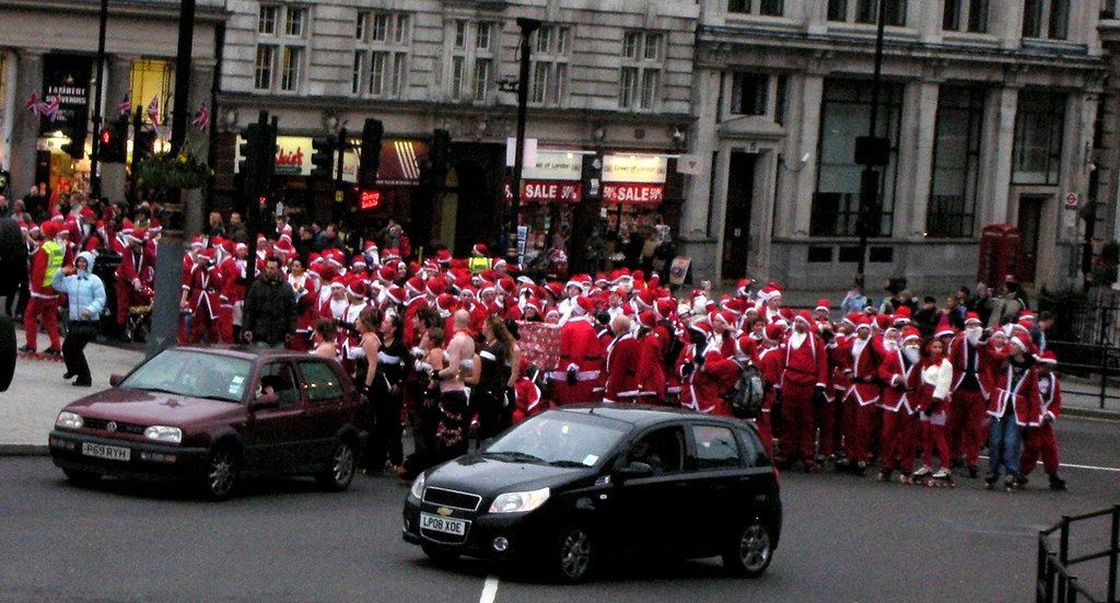 Lots of Santas @Trafalgar Square