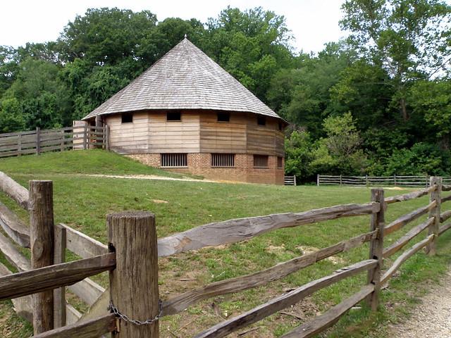 George Washington 39 S 16 Side Thrashing Barn At Mount Vernon