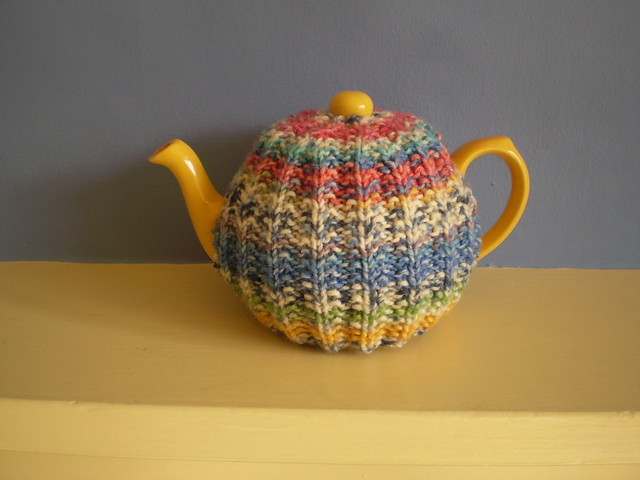 Five awesome and free teapot cozy patterns roving crafters for Tea cosy template