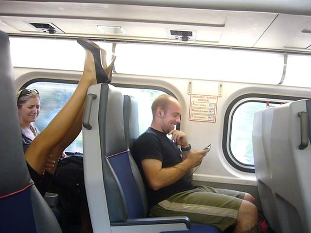 Sexy legs in train geile sau zeigt ihren geilen beine im zug - 4 8
