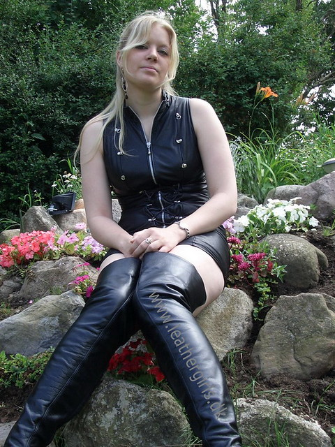 Smoking girl in leather jacket and gloves 2 - 5 1