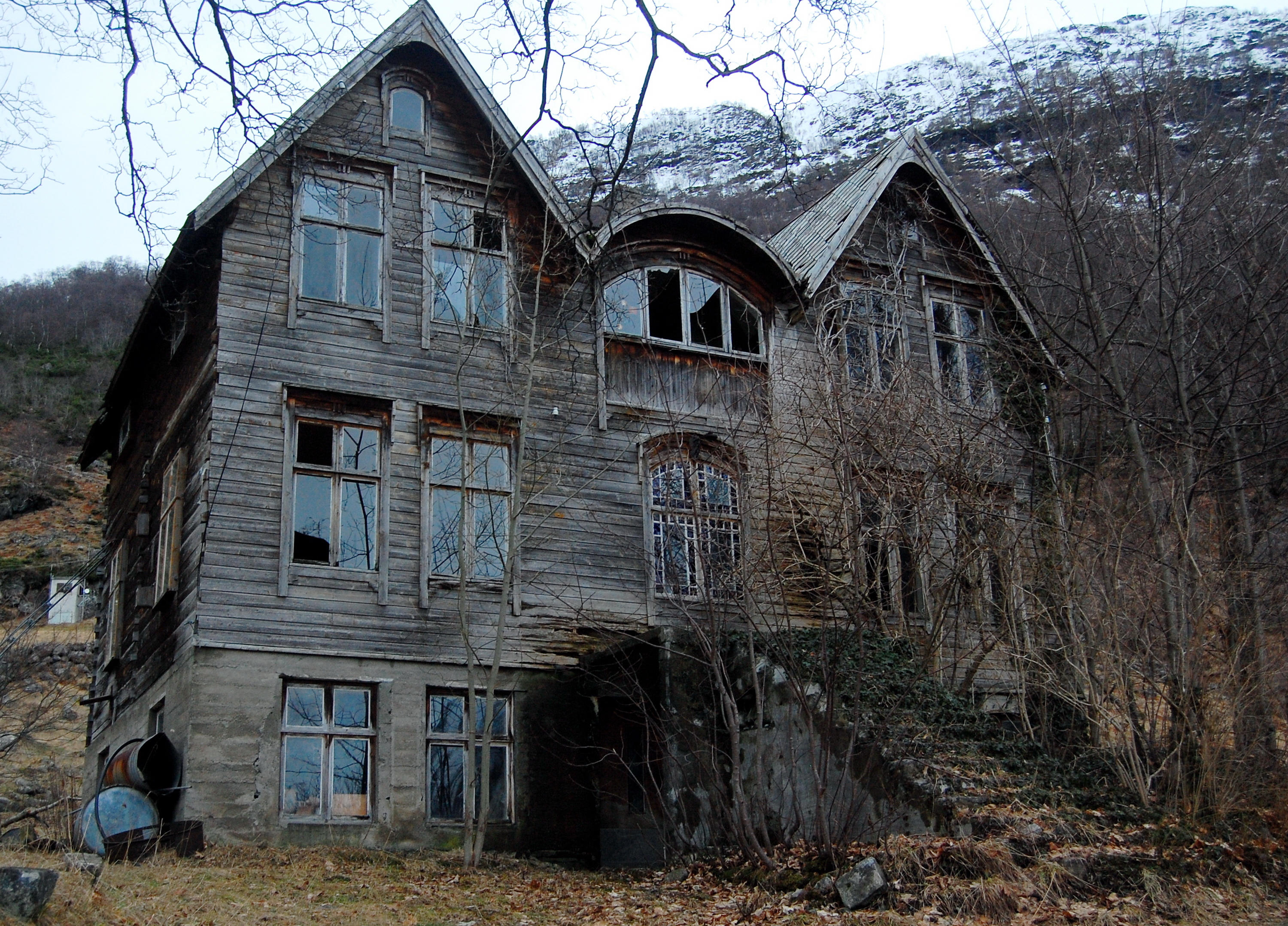 I Love Spooky Old Houses