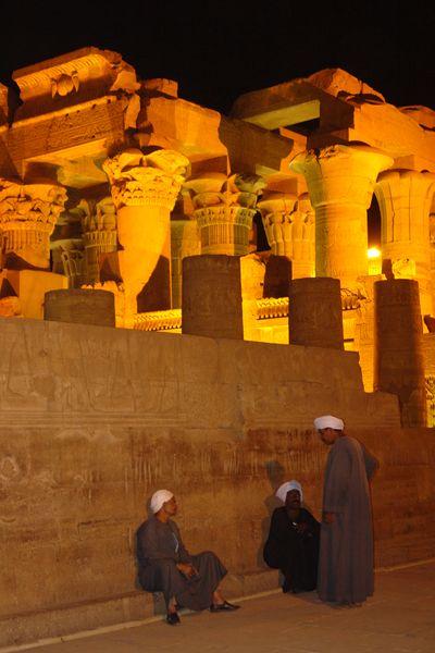 Templo de Kom Ombo de noche Templos a la orilla del río Nilo en Egipto - 2474558386 6904958e81 o - Templos a la orilla del río Nilo en Egipto