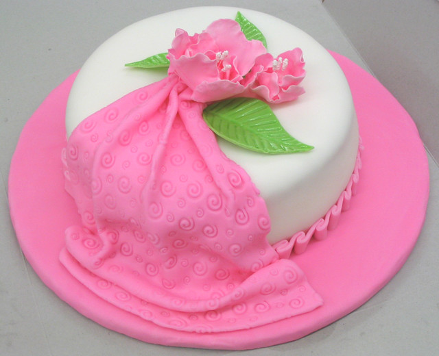 Cake With Fondant Flowers : Fondant Cake with Gum Paste Flowers Grand finale cake ...