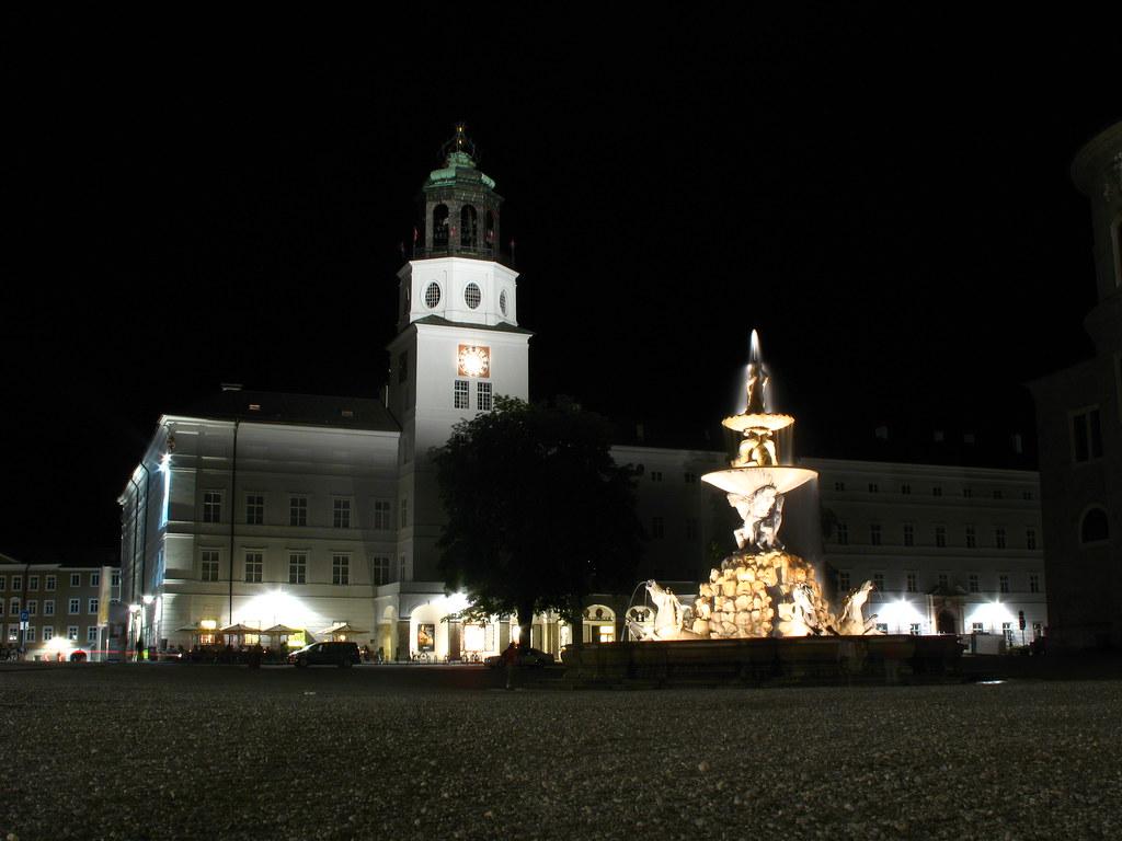 IMG_2134 - Salzburg - Residenzplatz - Glockenspiel