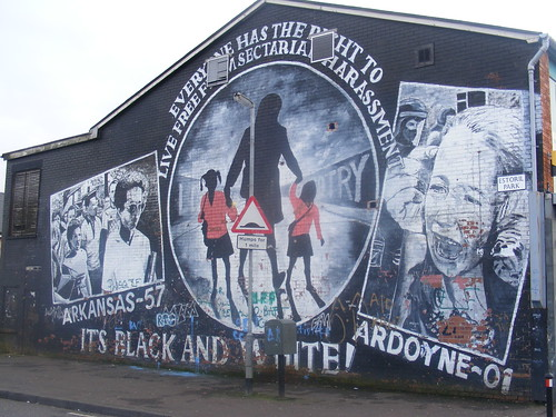 Ardoyne holy cross dispute its black and white a for Mural irlande