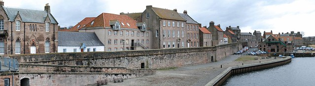 berwick-on-tweed: town walls from the old bridge