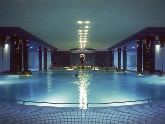 La piscine interieur avec spa petite sortie aux thermes de flickr photo sharing for Piscine d interieur