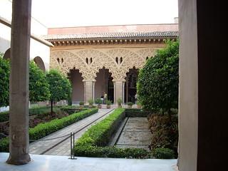 صورة قصر الجعفرية قرب Almozara. palace arabic zaragoza patio aragon aljaferia