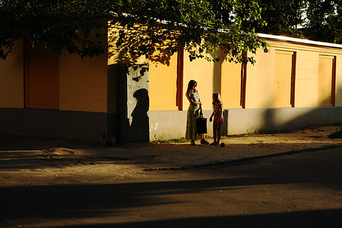 sunset shadow dog girl mother brest belarus 狗 女儿 影 白俄罗斯 母亲 布列斯特