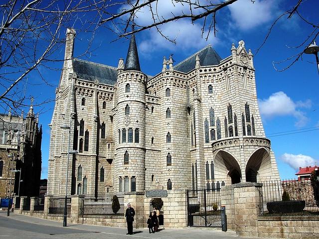 21 ASTORGA . Palacio Episcopal. Gaudí. 10