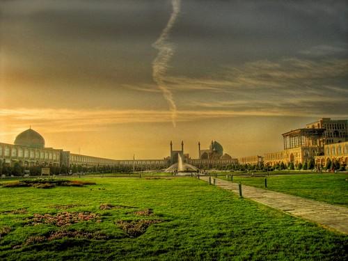 isfahan اصفهان naghshejahansquare aliqapu sheikhlotfallahmosque shahmosque میداننقشجهان مسجدشاه مسجدشيخلطفالّله عالیقاپو