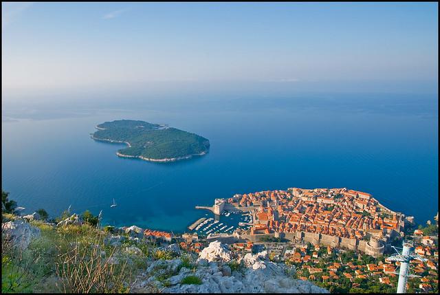 【世界遺産】ジブリ映画の舞台になったアドリア海の真珠と呼ばれる美しすぎる街「ドブロブニク」