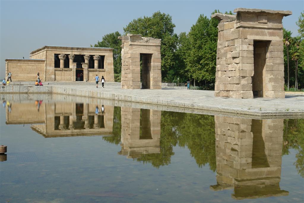 El Templo de Debod se encuentra en el parque de oeste, conservando su orientación original Templo de Debod de Madrid, vínculo eterno con Egipto - 2981936618 89dafdd5cd o - Templo de Debod de Madrid, vínculo eterno con Egipto