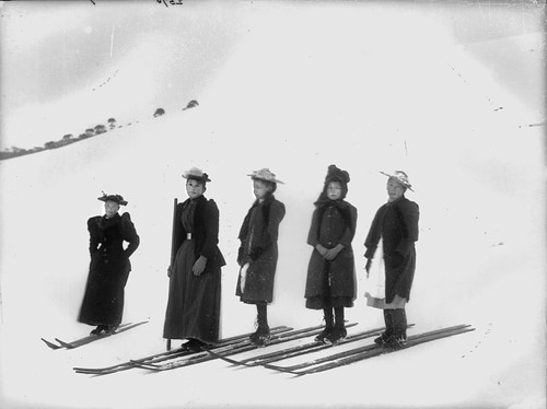The start of girls' snowshoe race, Kiandra