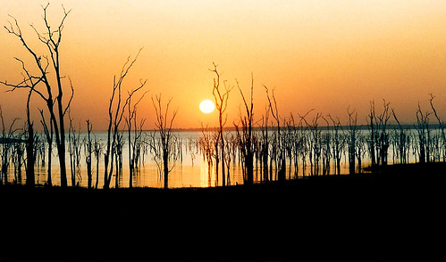 africa lake reflection film sunrise 35mm grain may safari 1993 35mmfilm scanned zimbabwe dodge kariba lakekariba potofgold may1993 justonelook kartpostal canoneos600 abigfave diamondclassphotographer flickrdiamond flickrchallengewinner greatshotss bumihills