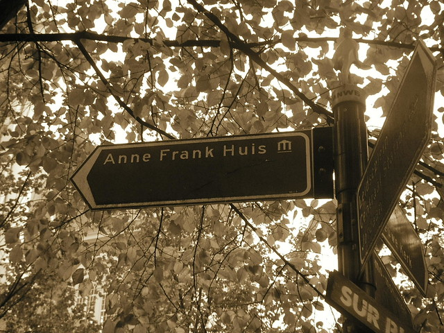 Cartel indicador de la casa-museo ANA FRANK (Amsterdam, Holanda, octubre 2007)