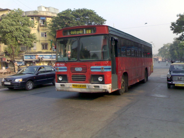 Not so unusual site! An AC BEST of Mulund Depot runs southwards on BRTS-1 at Lalbaug