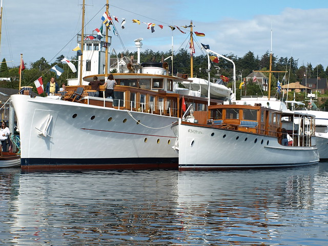 Classic motor yachts olympus and arequipa flickr for Vintage motor yachts for sale