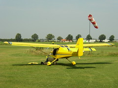 model aircraft(0.0), biplane(0.0), glider(0.0), piper pa-18(0.0), piper j-3 cub(0.0), toy(0.0), air show(0.0), monoplane(1.0), aerobatics(1.0), aviation(1.0), airplane(1.0), propeller driven aircraft(1.0), vehicle(1.0), light aircraft(1.0), air racing(1.0), general aviation(1.0), flight(1.0), ultralight aviation(1.0),
