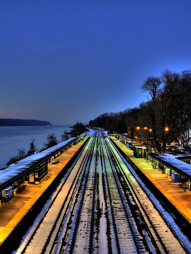 nyc newyorkcity railroad snow train wow river vanishingpoint waterfront bronx traintracks ps mta hudsonriver hdr metronorth palisades riverdale 3xp photomatix newyorkcentral riverdalestation