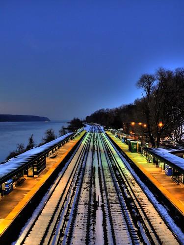 nyc newyorkcity railroad snow train wow river vanishingpoint waterfront bronx traintracks ps mta hudsonriver hdr metronorth palisades riverdale 3xp photomatix newyorkcentral riverdalestation
