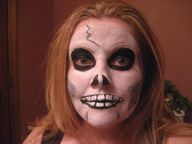 Scary Skeleton Face Painting : Quick and easy skeleton face ...