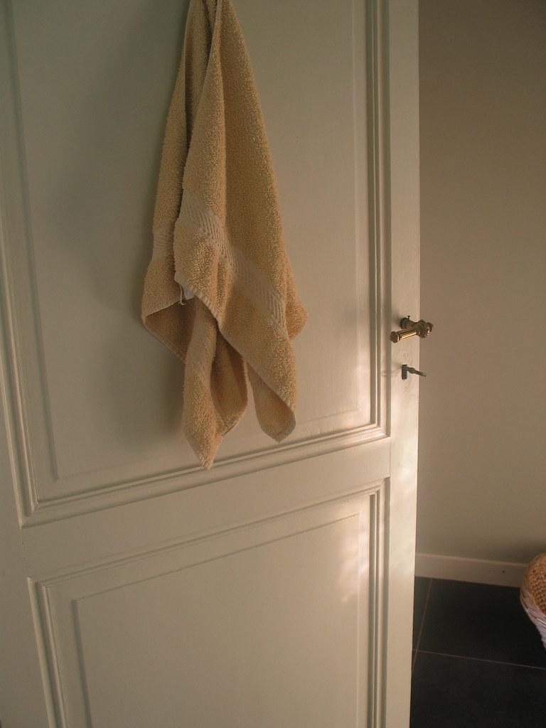 Porte Salle De Bain on a récupéré la porte de la salle de bain à l'étage.   flickr