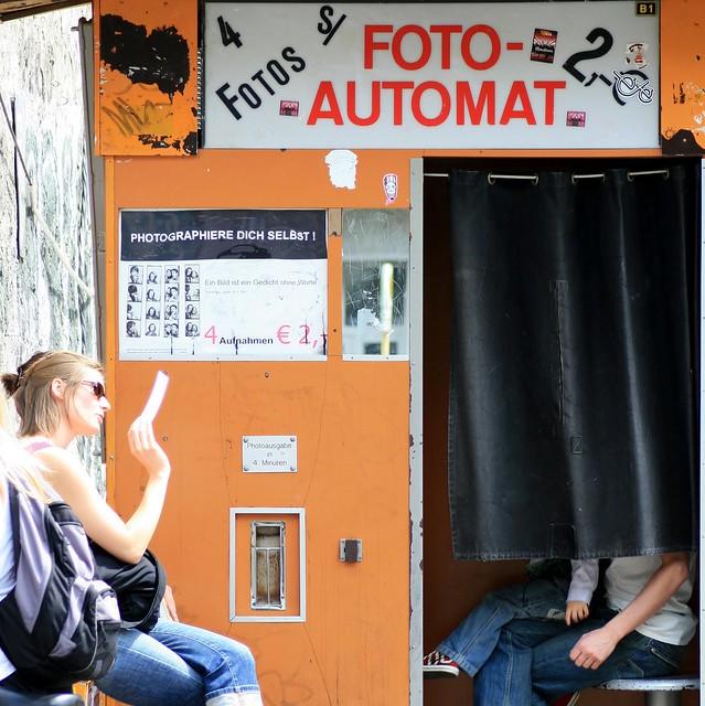 FOTO-AUTOMAT: Photographiere Dich Selbst - 4 Fotos für 2 € !